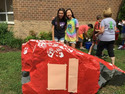 6th graders posing with kindness rock