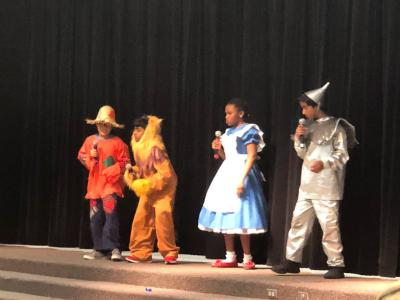 students performing Wizard of Oz